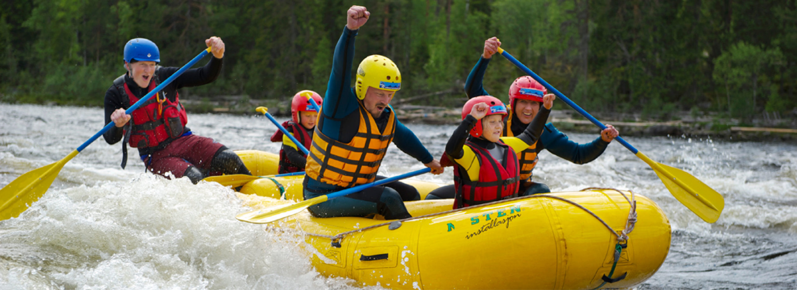 family on rafting in Trysil