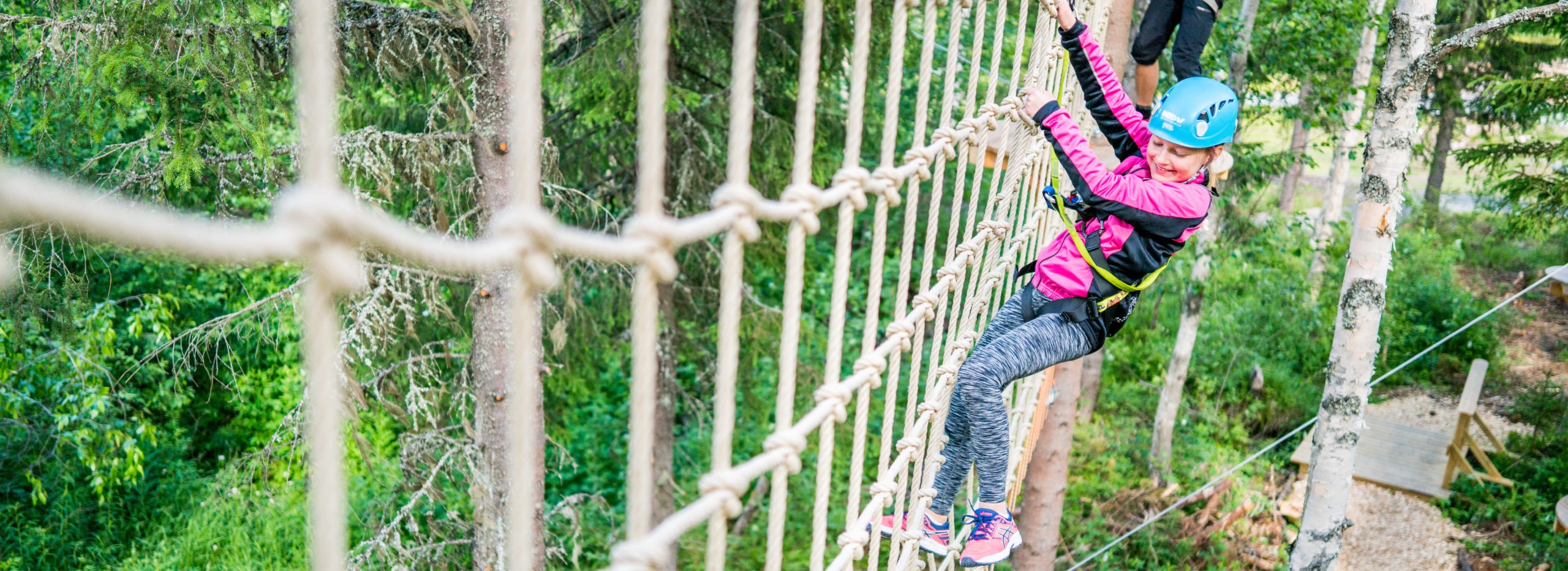 Jente i klatrepark i trysil