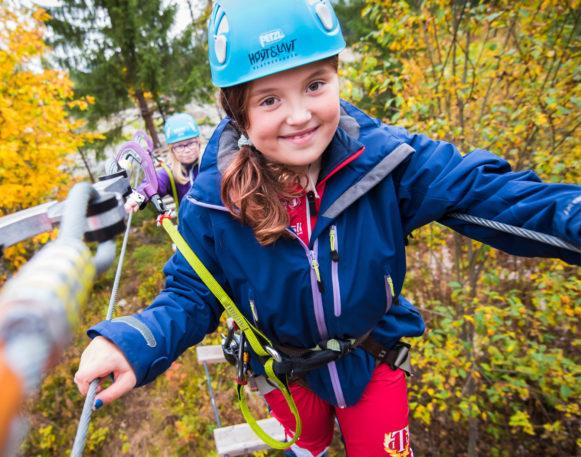 jente i klatreparken Høyt og lavt i Trysil