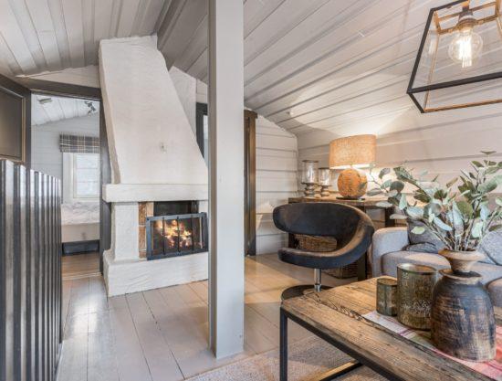 Bilde av stue med peis - Drengestue 1105C - Lei hytte i Trysil