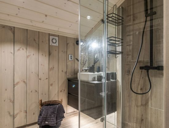 modern bathroom with shower and sauna, cabin to rent in Trysil, Fageråsen 1107A