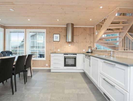 Bilde av kjøkken og spisebord - Fagerhøy 1181- Lei hytte i Trysil