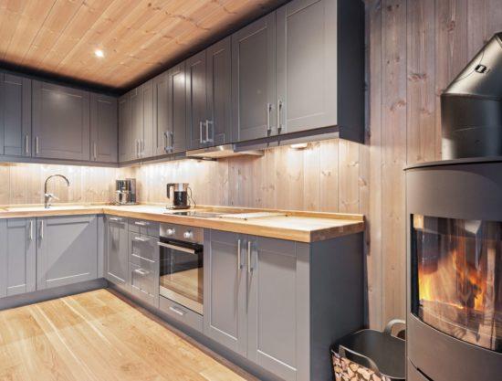 kjøkken med peis, leilighet til leie i Trysil, Trysiltunet 6C