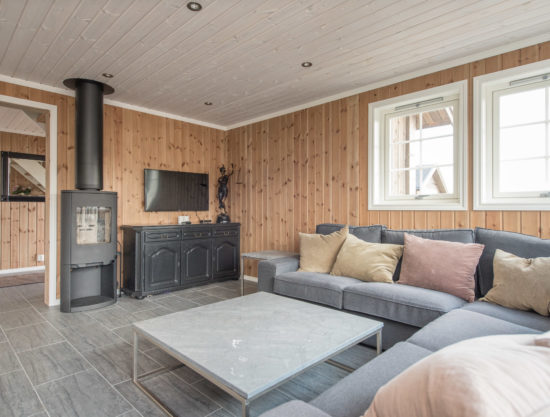 Bilde av stue med peis - Fageråsen 922A - Lei hytte i Trysil
