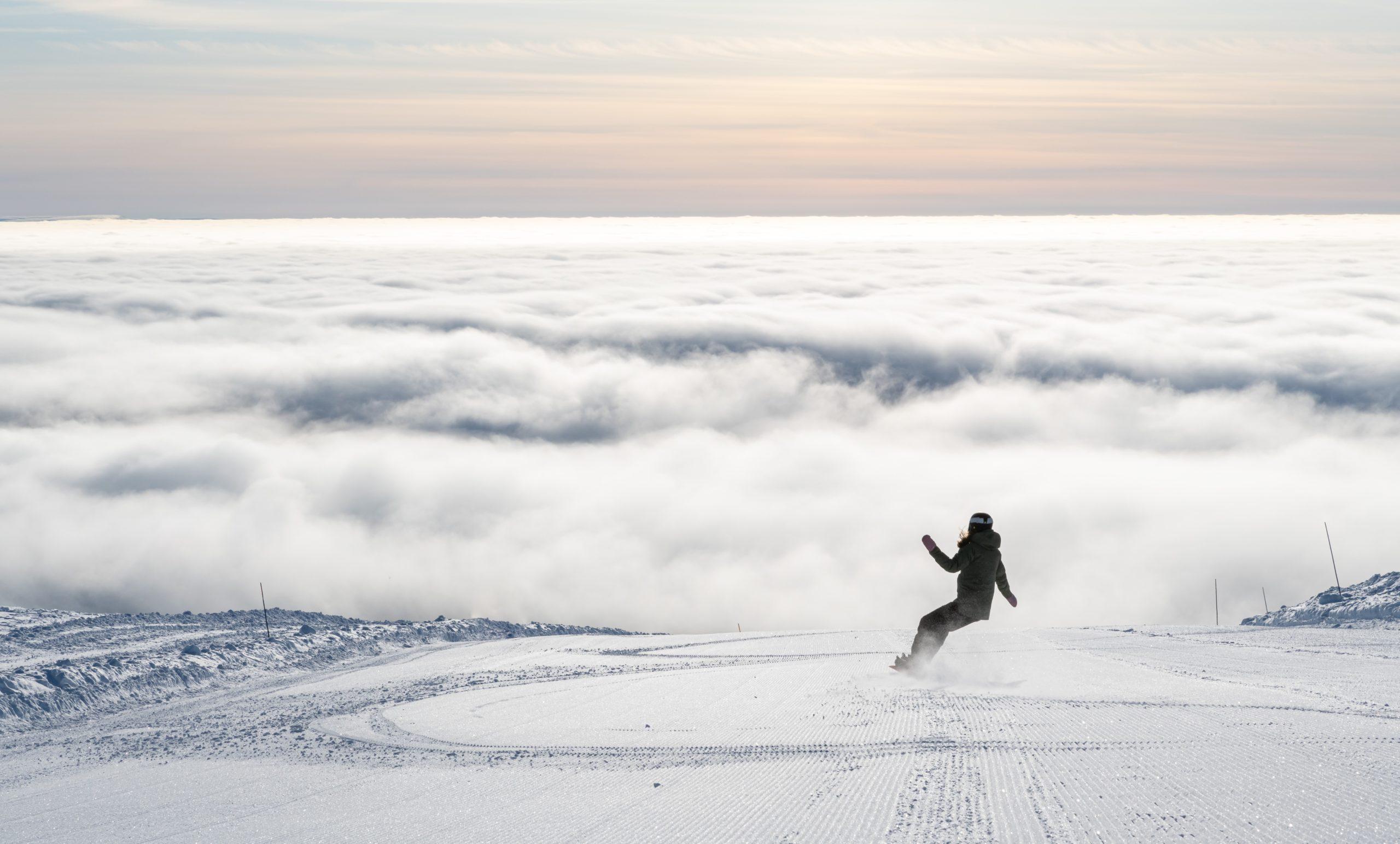 Bilde av en som kjører snowboard på Trysil - booktrysilonline