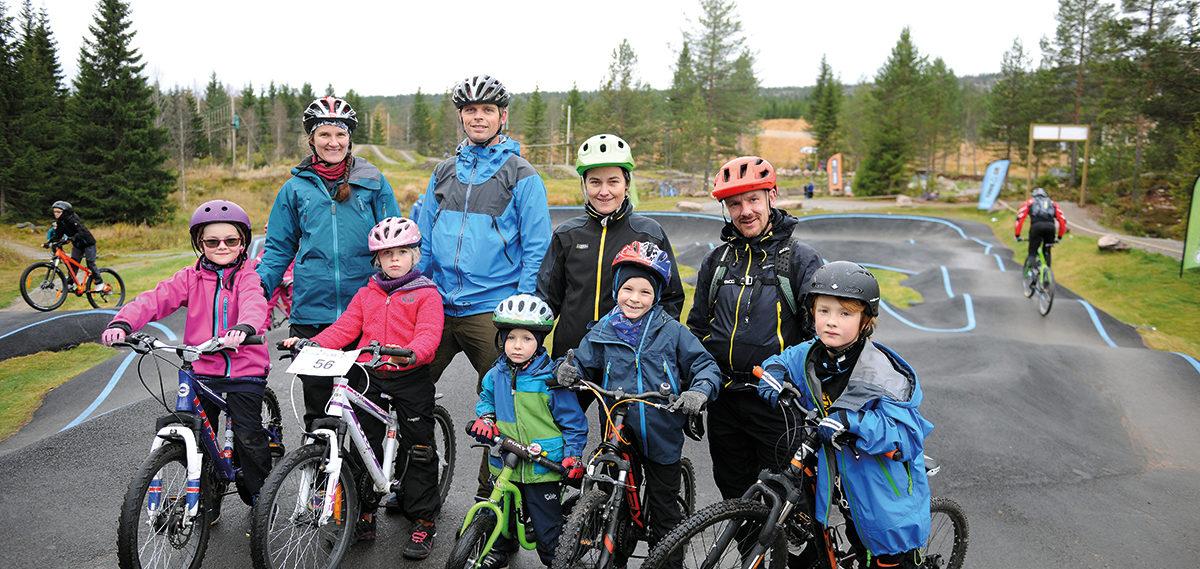 Trysil er nå også en destinasjon for hele familien om sommeren. Her er to familier som priser sykkelmulighetene i Trysilfjellet
