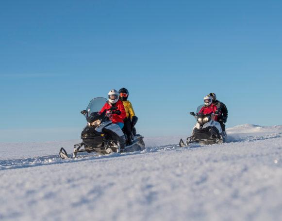 Bilde av flere på snøscootertur i Engerdal/Trysil, arrangert av bookTrysilonline