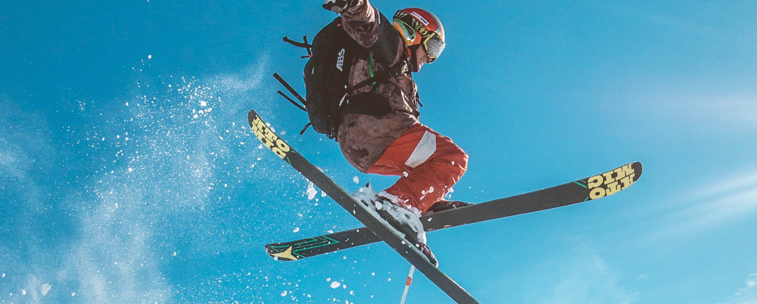 mann jumping on skiis in Trysil mountain