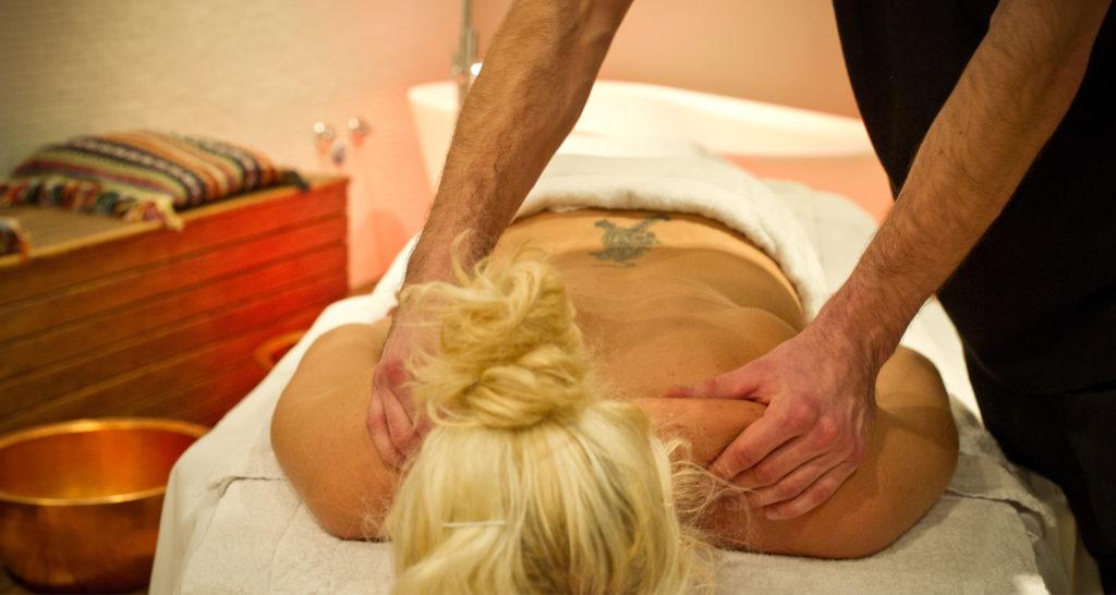 kvinne får massasje, trysil