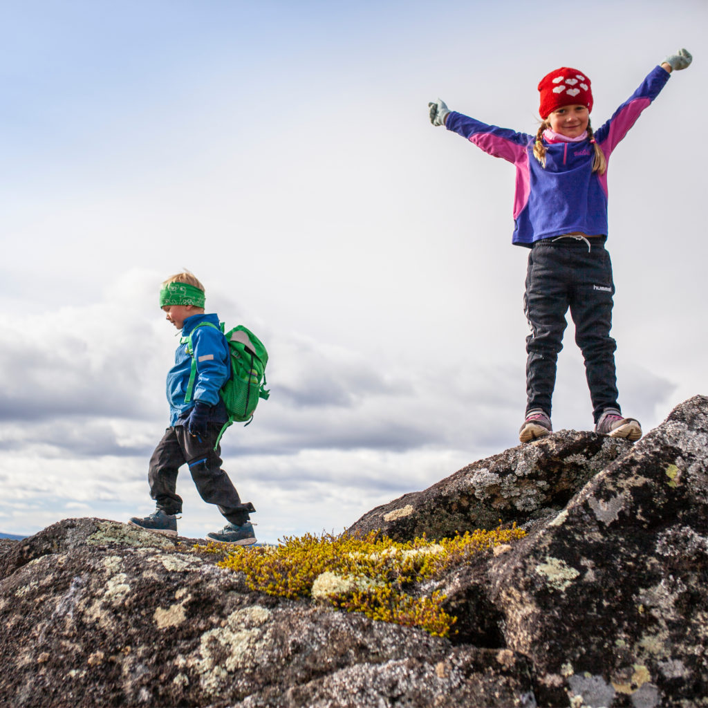 kids hiking in Trysil
